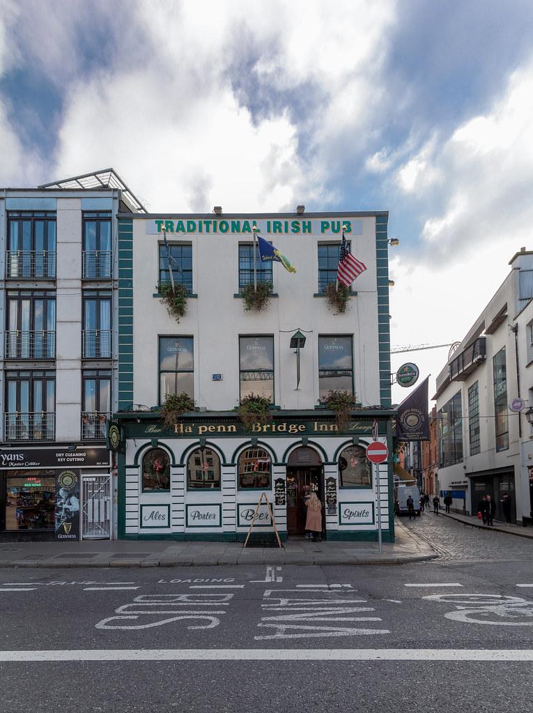Ha'Penny Bridge Inn: Wellington Quay