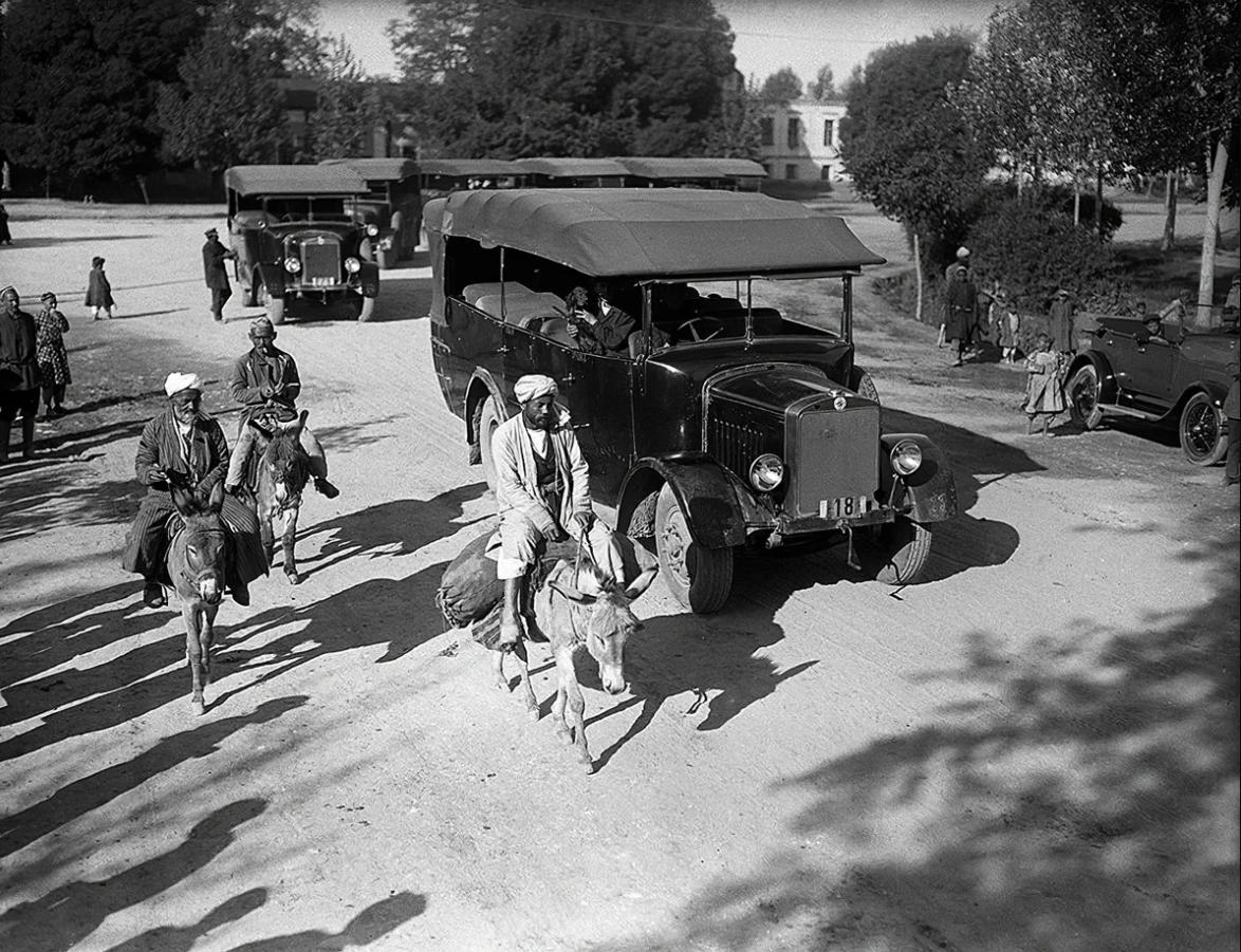 1928. Ташкент. Автомобильный пробег. Автомобиль и ишак