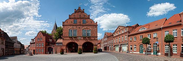Gadebusch Rathaus 1  als zusammengesetztes/stiched Panorama, maximale Größe in cm 332 X 112