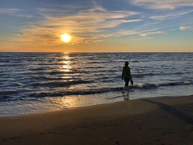 Atardecer en una playa de Karavasta (Albania)
