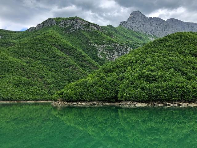 Lago Koman (¿Qué visitar en Albania)