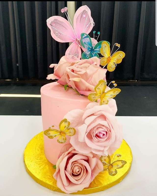 Cake by Lia Bakes