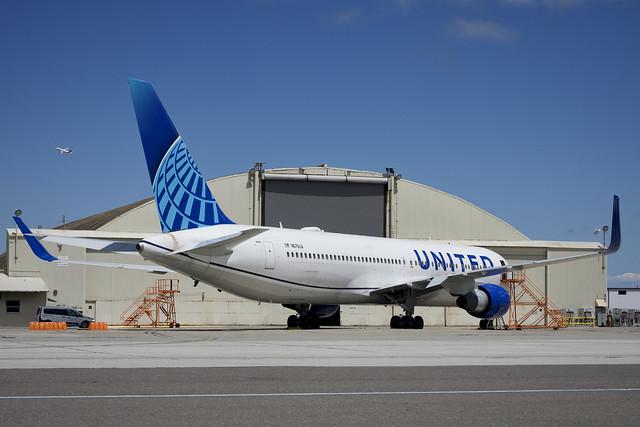 United Airlines 2001 Boeing 767-300 N676UA c/n 30028 San Francisco Airport 2021.