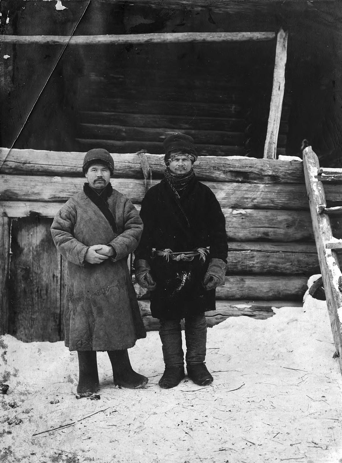 Молодые крестьяне села Богучанского енисейского уезда