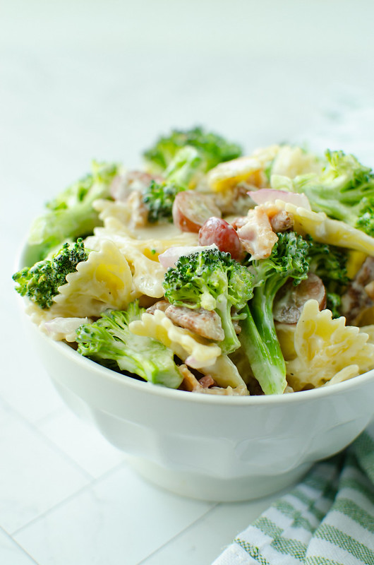 Broccoli Grape Pasta Salad - the perfect summer side dish for all your BBQs! Pasta, bacon, broccoli, grapes, red onion, and pecans in a sweet and tangy dressing.