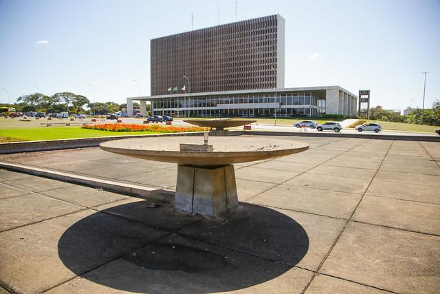 Praça do Buriti entra em reforma e terá de volta fonte e iluminação