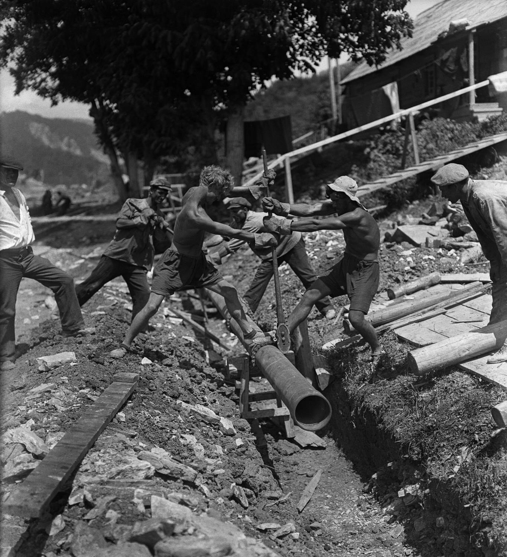 1928. Прокладка нефтепровода Баку-Туапсе