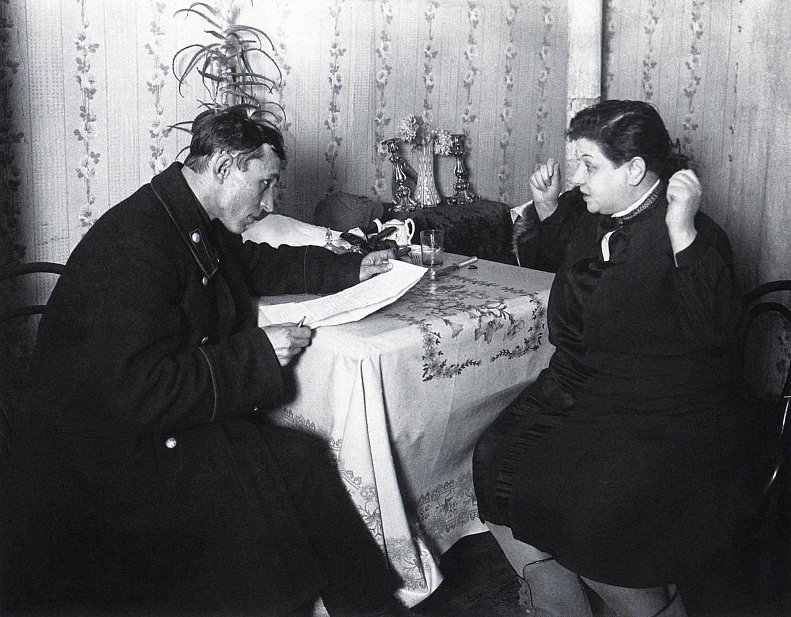 1928. Фининспектор у нэпманши
