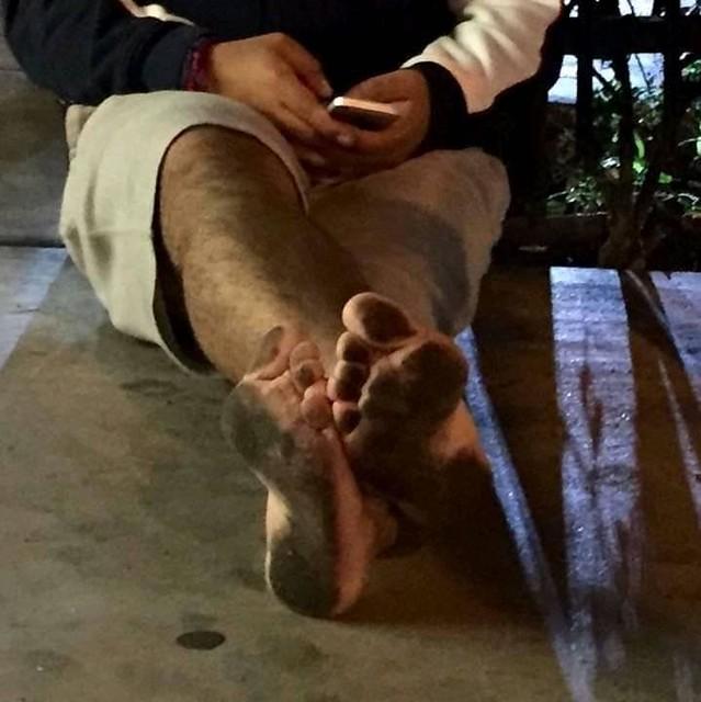 Barefoot at Downtown LA - Descalzo en el Centro de Los Ángeles