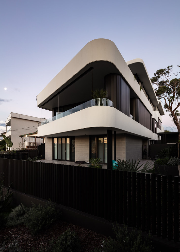 Taren Point House - Architec Honed in Pearl Grey - Alex Mayes Photography (1)