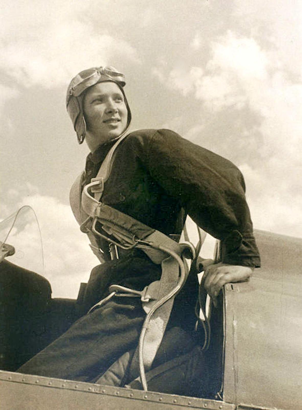 1934.  Летчица Катя Медникова (жена авиаконструктора Александра Яковлева)