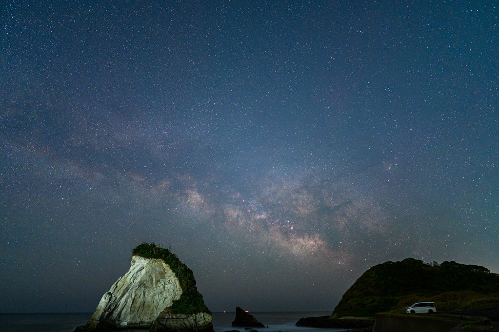 赤道儀で追尾せず1枚撮りした夫婦岩と天の川
