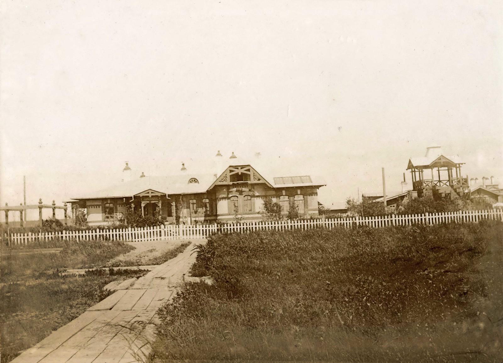 Дом железнодорожного посёлка. 1897