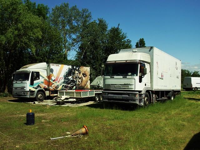 Iveco EuroTeck 190E34 + EuroCargo 130E15 Cirque Famille Morallès Les Godeaux - Monthodon (37 Indre et Loire) 05-06-21a