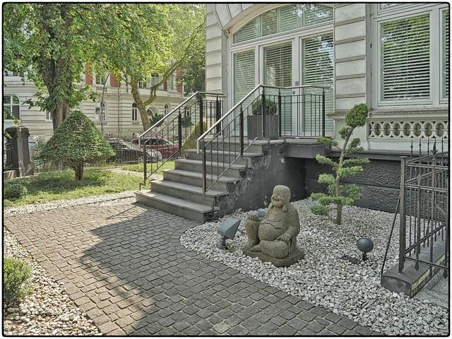 Garden Urbaning • Buddha in Grau