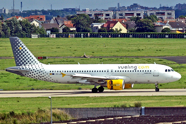 EC-JZQ Airbus A320-214 [0992] (Vueling Airlines) Paris-Orly~F 22/06/2011