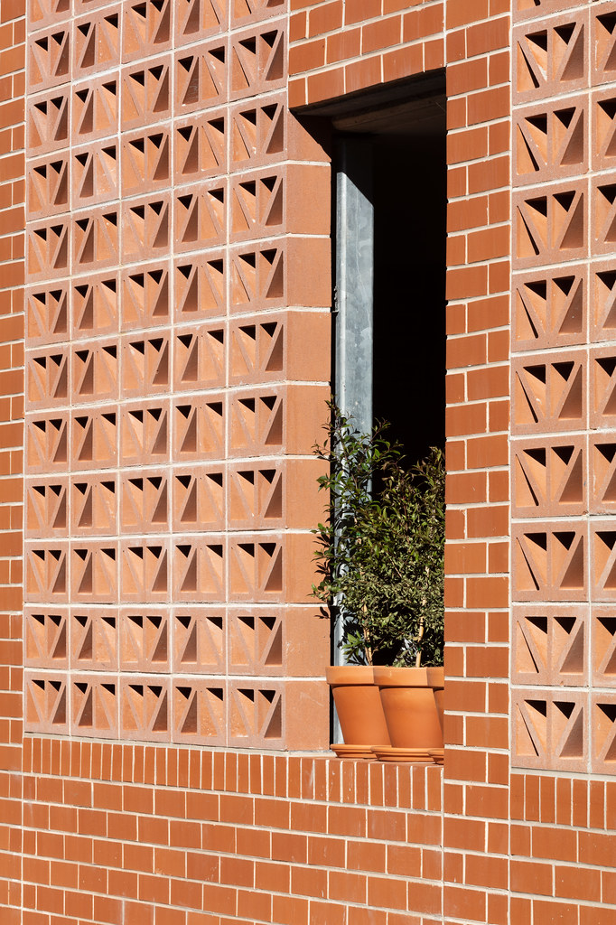 Teracota Apartments - Mitchell St Alexandria NSW - Breeze Blocks in Pottery (11)