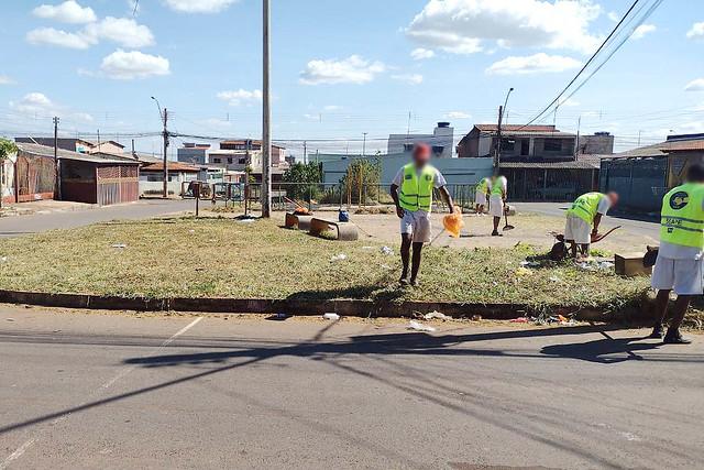 Mutirão de limpeza nas quadras residenciais de Santa Maria