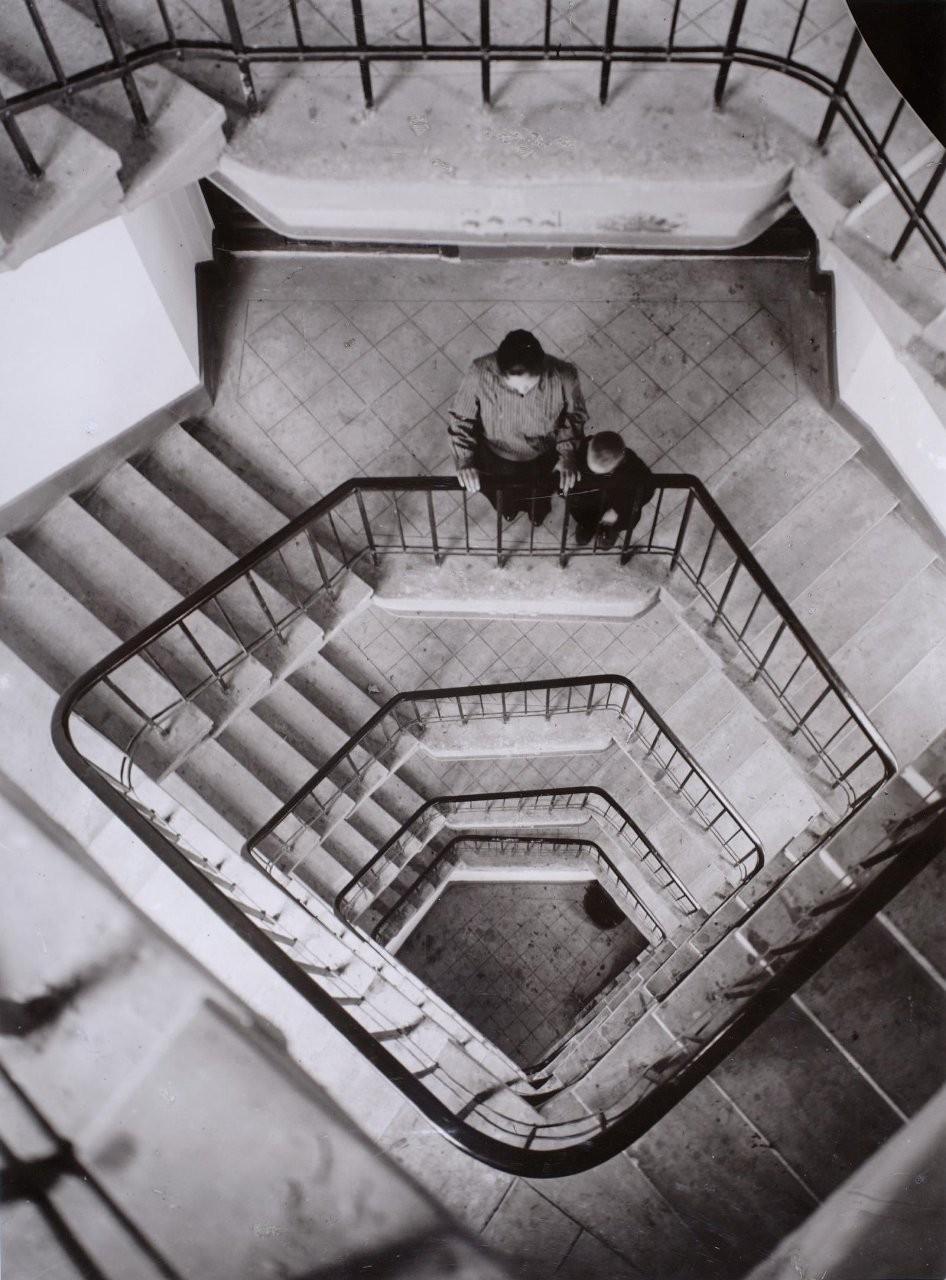 1928. Новые дома на Усачевке. Лестница сверху