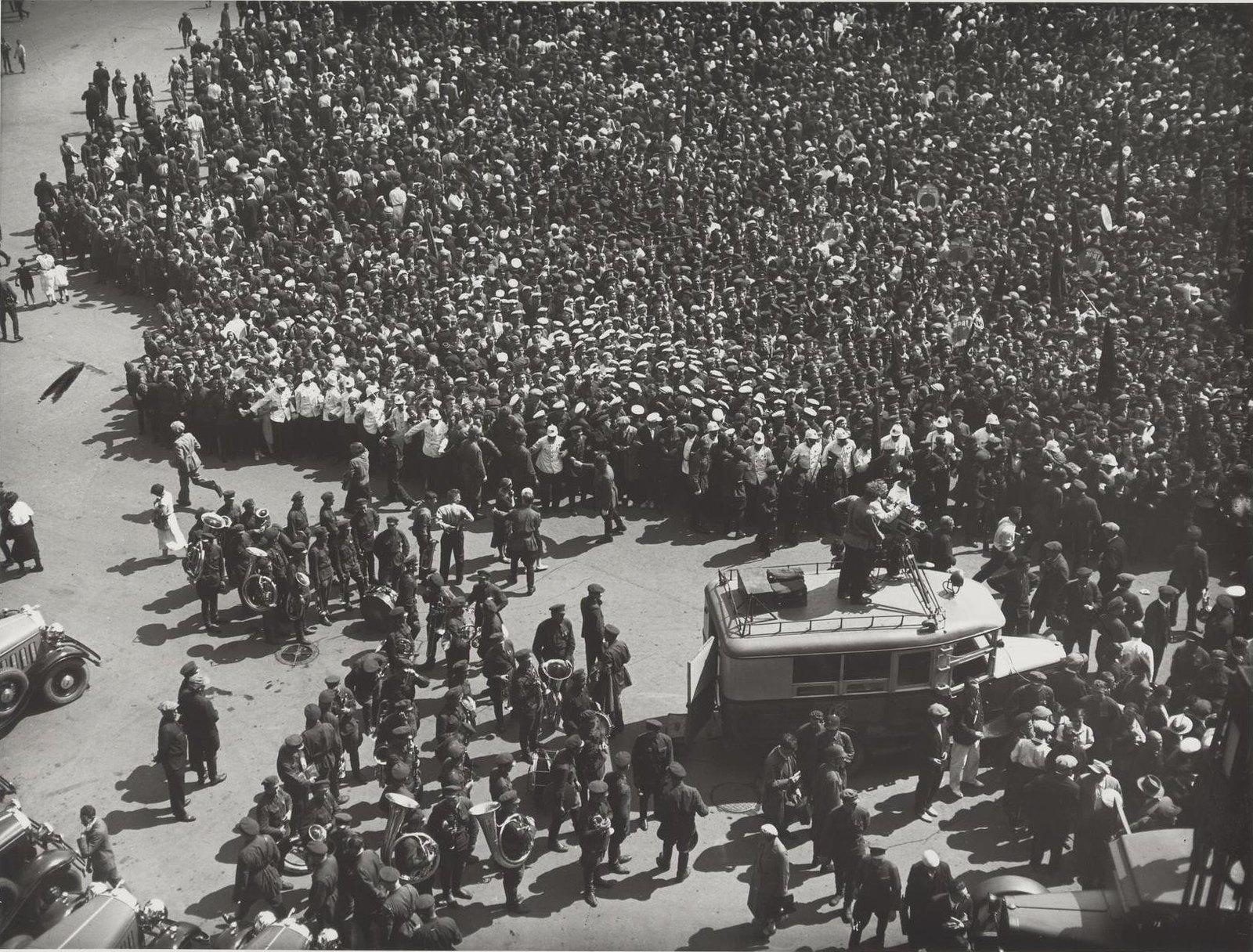 1934. Встреча челюскинцев на Белорусском вокзале. Вид сверху