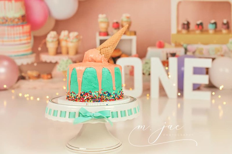 Cake by Avee Sweets