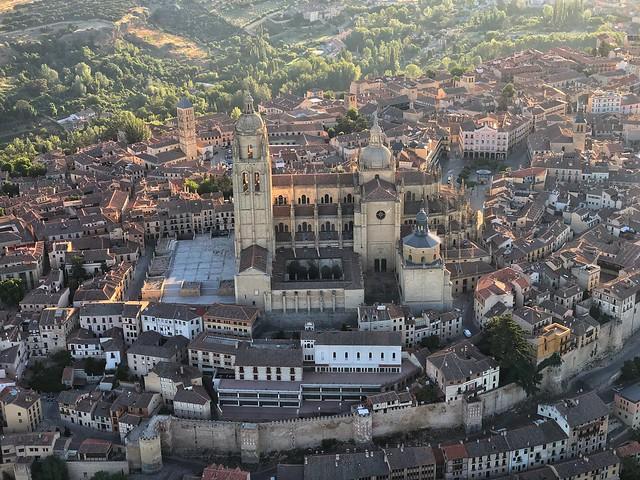 Vista del casco histórico de Segovia desde un globo (Paseo en globo por Segovia)