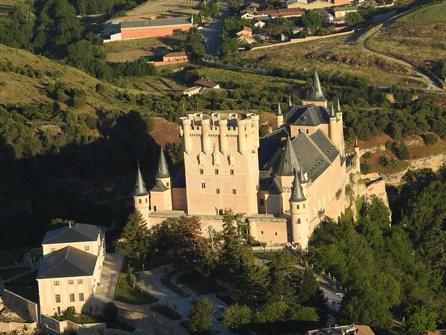 Alcázar de Segovia visto desde un paseo en globo aerostático