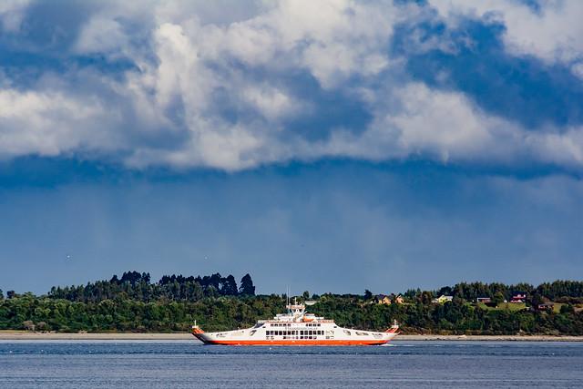 El Trauco. Ferry sobre el Canal de Chacao
