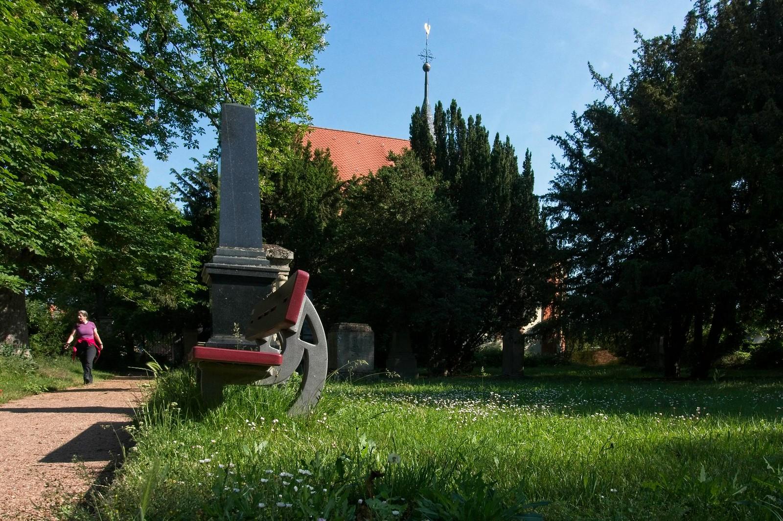 Alter denkmalgeschützter Friedhof mit evangelischer Kirche Selzen - SunriseHike am Selzbogen in Rheinhessen