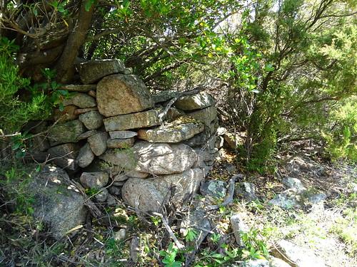 Mur côté droit de la bergerie de Strascinedda