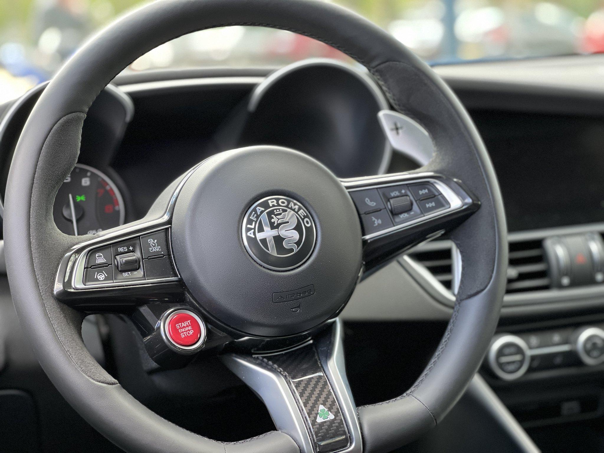 Alfa-Romeo Giulia Quadrifoglio 2021 (2)