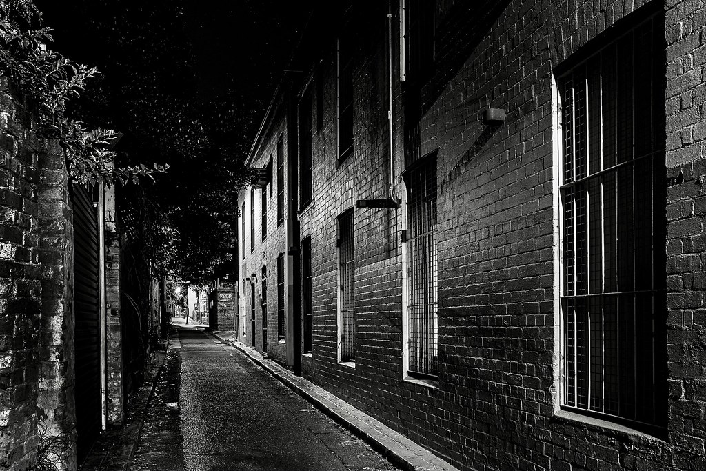 I haven't visited my old friend, Little Riley Street in a while. As usual, a wonderful array of twists and turns. This little straight bit is not typical of Sydney's Surry Hills in many ways.