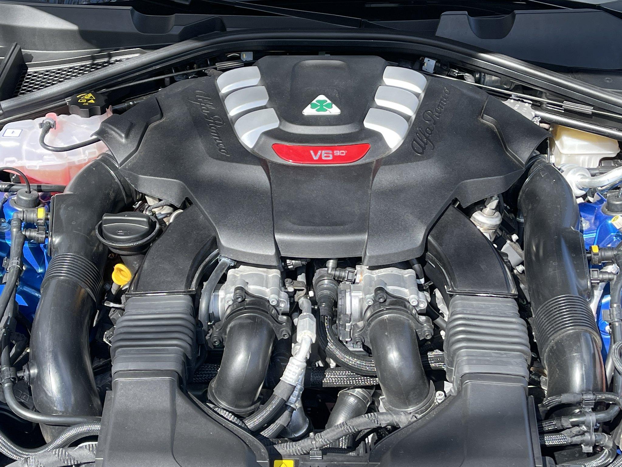 Alfa-Romeo Giulia Quadrifoglio 2021 (4)