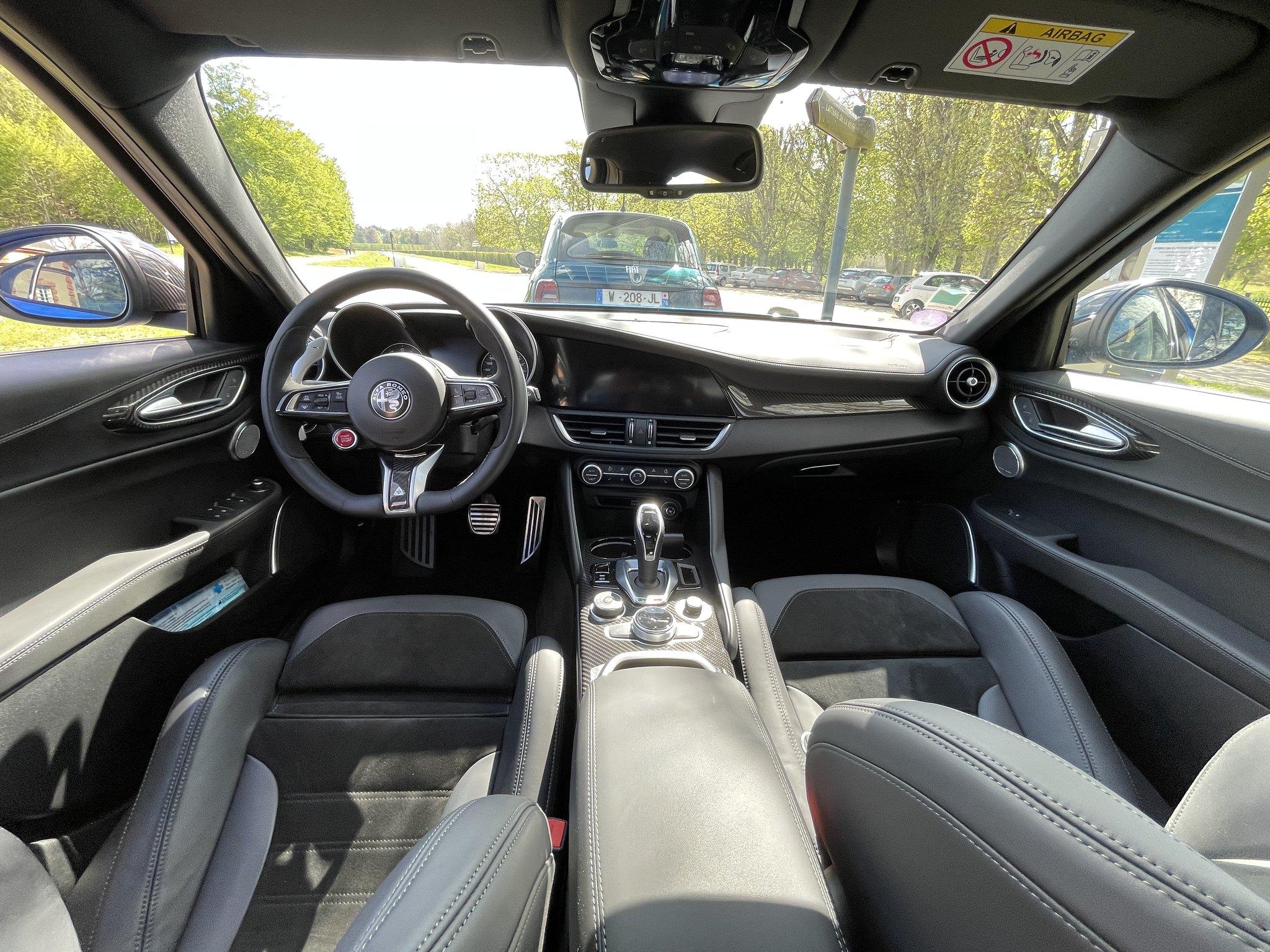 Alfa-Romeo Giulia Quadrifoglio 2021 (3)