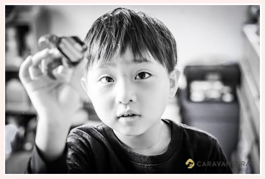 6歳の男の子 モノクロ写真