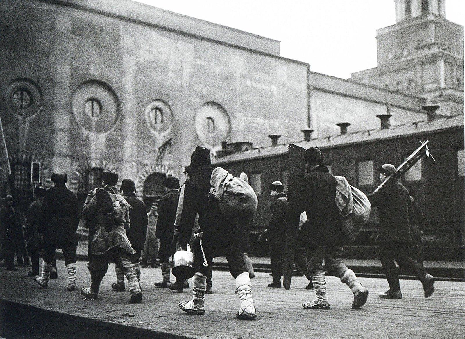 1927. На промысел в Москву. Казанский вокзал