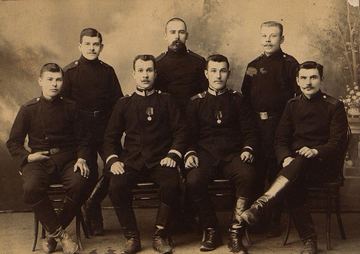 Шахматов Иван Спиридонович и другие солдаты - участники Русско-японской войны. 1904