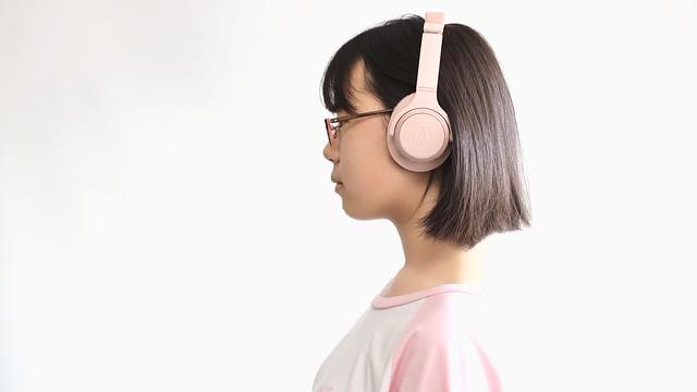 "SAKURAKO's favorite wireless Over-Ear headphones ""audio-technical ATH-SR30BT""."