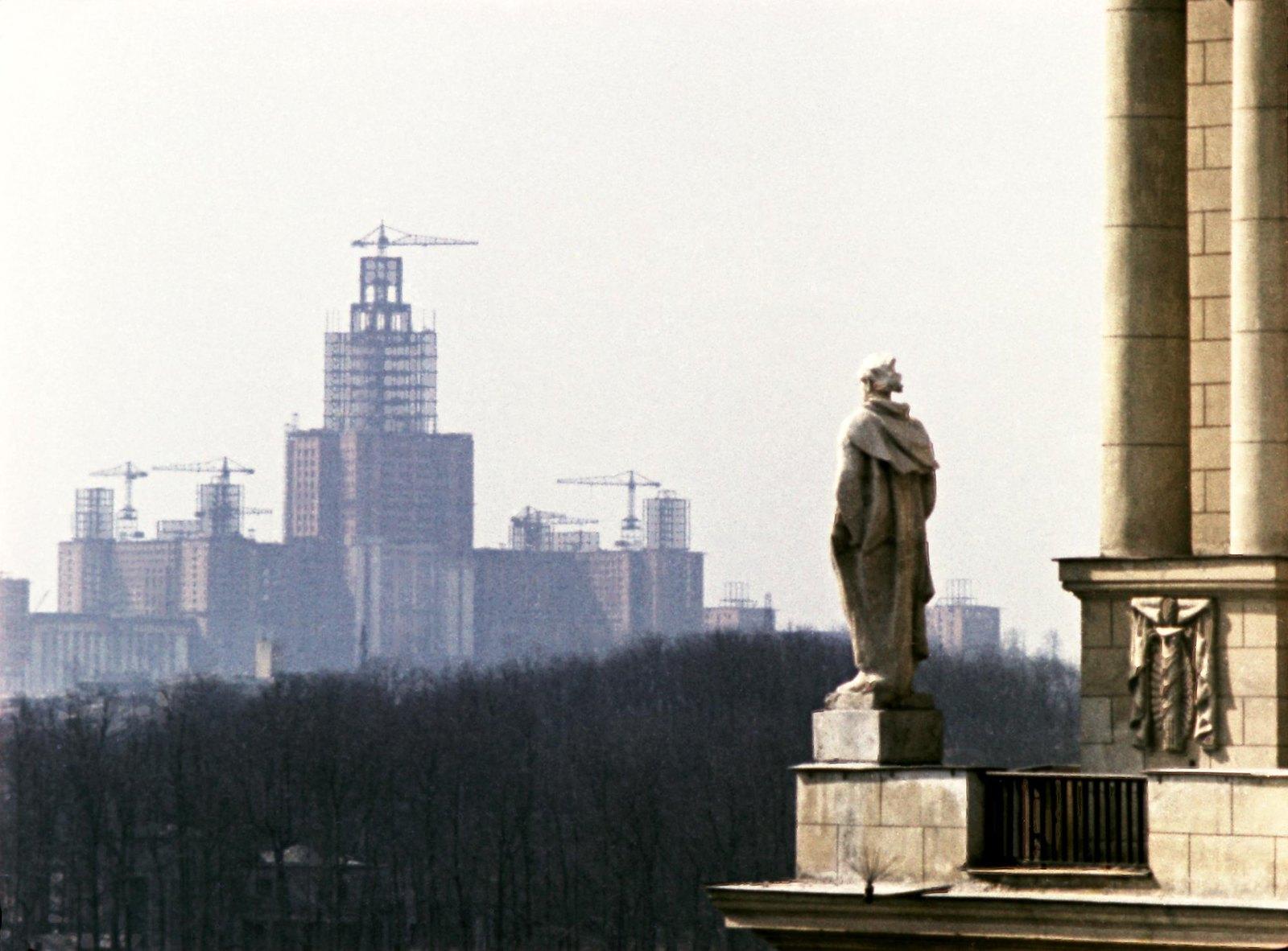 1955-1956. Строительство высотных зданий в Москве. Строительство здания Московского государственного университета им. М.В. Ломоносова.