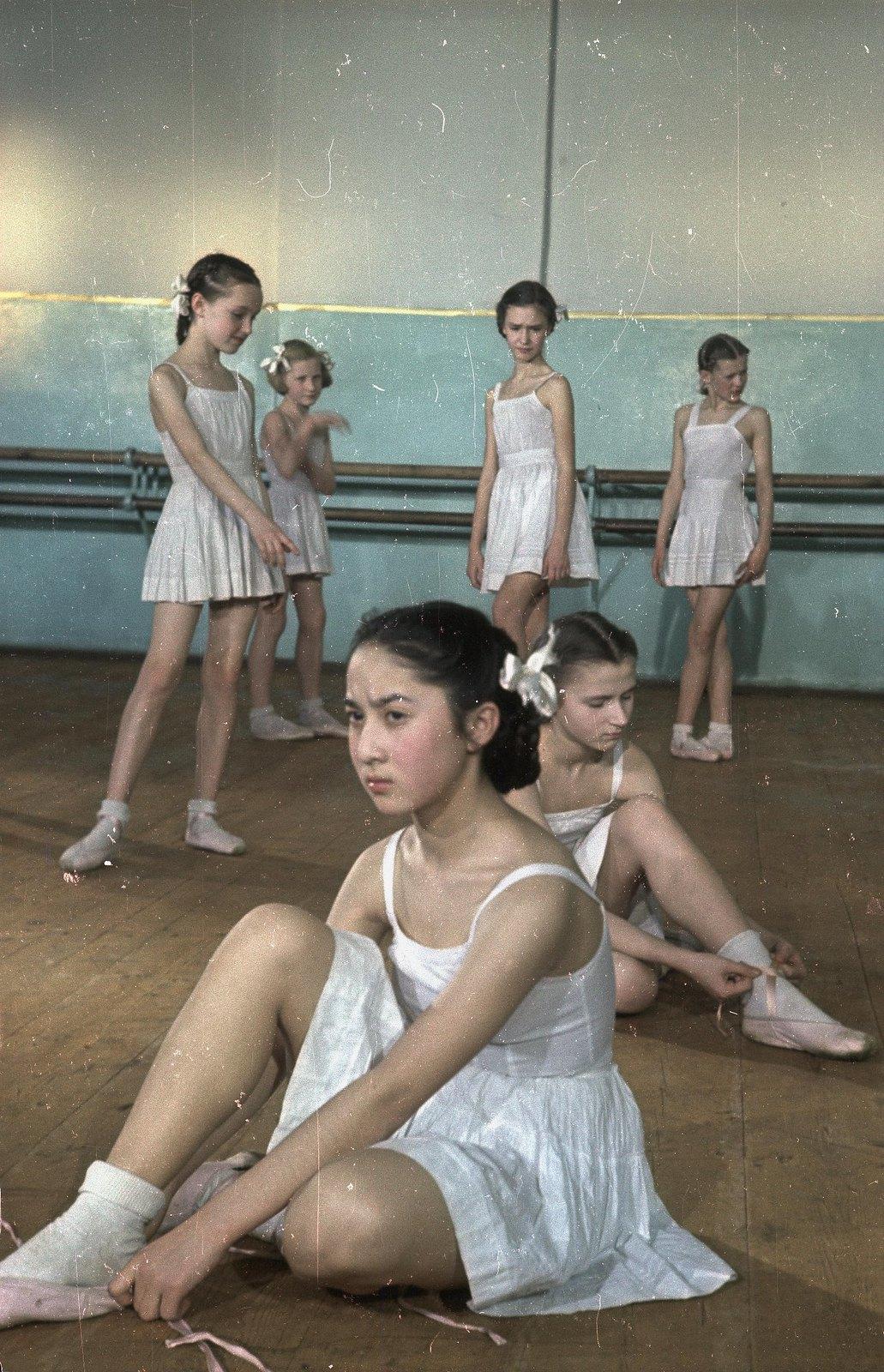 1950-1955. Московское академическое хореографическое училище при Большом театре СССР.