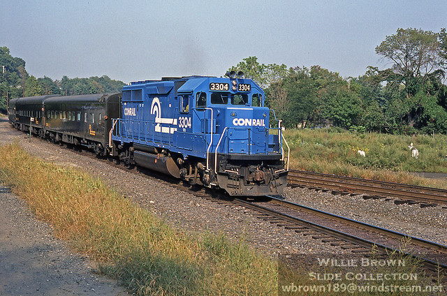 GP40-2 3304 is in charge of an OCS move in October of 1985 at Philadelphia, PA.