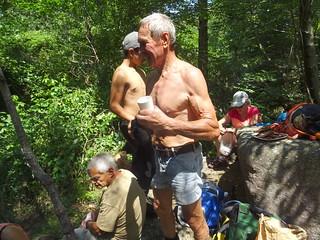 Spuntinu au ruisseau de Strascinedda en fêtant les 86 ans de Jacques au champagne