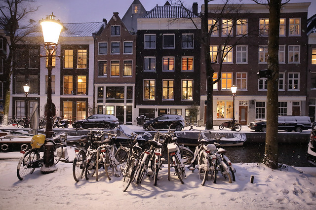 Enchanted by the magic of snow in the Amsterdam Jordaan