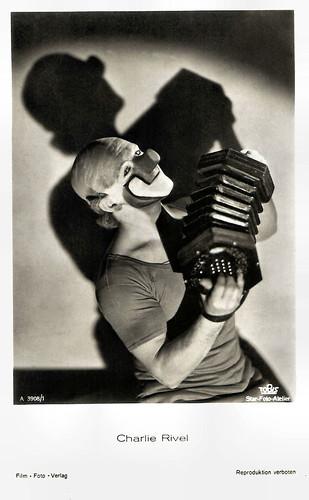 Charlie Rivel in Akrobat Schööön! (1943)