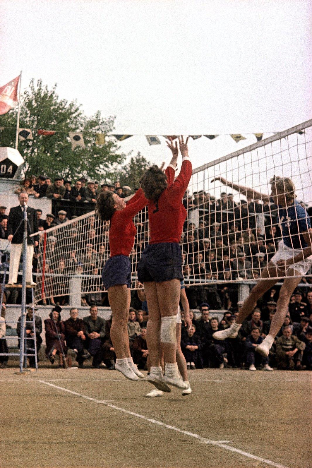 1951. Чемпионат СССР по волейболу среди женщин. 24 октября - 3 ноября