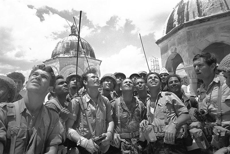 Radio-PRC-10-paratroopers-temple-mount-1967-amgi-1