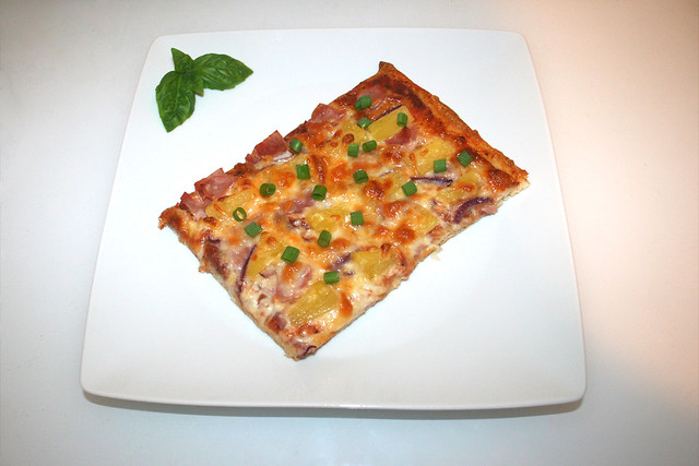 17 - Pizza Hawaii - Served / Serviert
