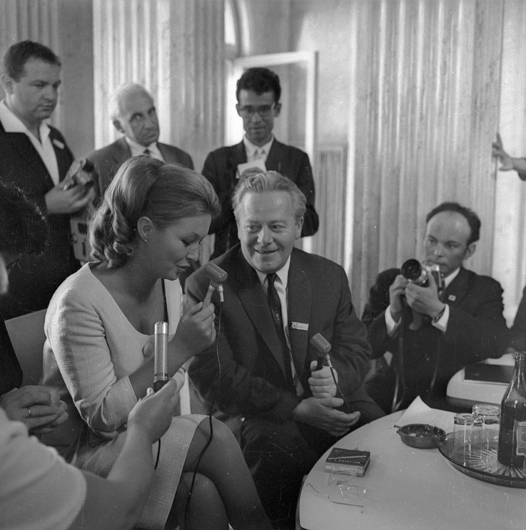 12. Пресс-конференция французской актрисы Марины Влади на IV Московском международном кинофестивале