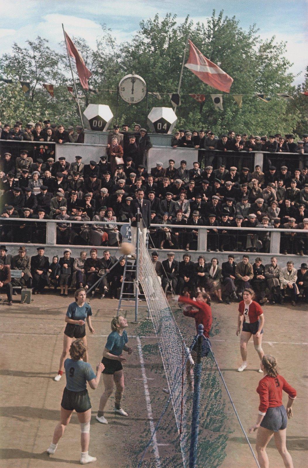 1951. Чемпионат СССР по волейболу среди женщин. 24 октября - 3 ноября.