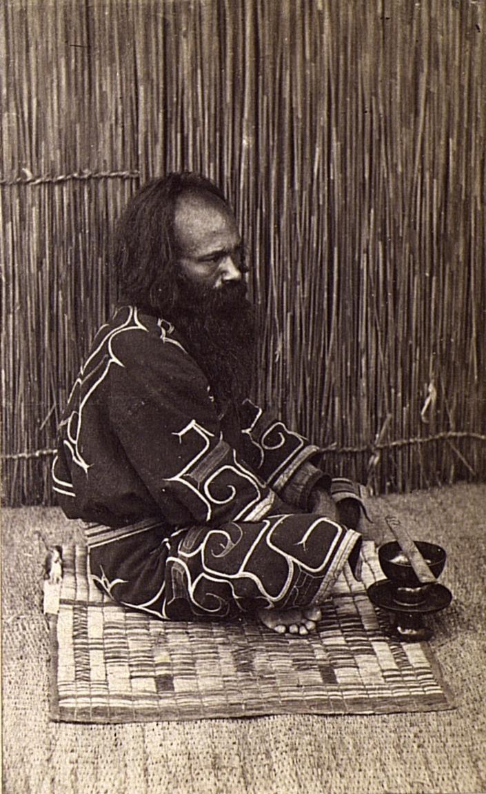 Портрет мужчины в традиционном костюме2